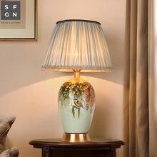 Медная настольная лампа прикроватная Цзиндэчжэнь керамическая лампа высокого класса Роскошные Настольные лампы для гостиной Украшенные светодиодные лампы для спальни