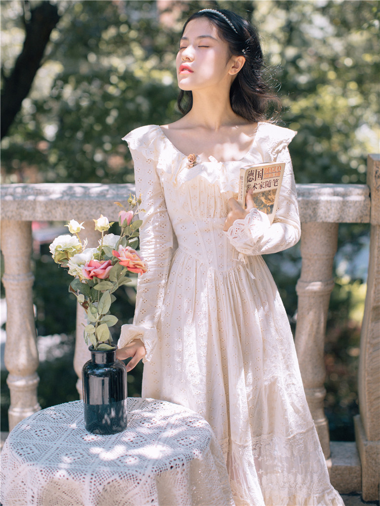 2019 New Fashion Women's French Vintage Embroidered Dress Sweet