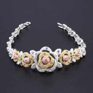 Image 5 - Nieuwe Dubai Bruids Sieraden Sets Voor Vrouwen Gouden Ketting Oorbellen Armband Ring Mode Charme Afrikaanse Bruiloft Nigeria Sets Sieraden