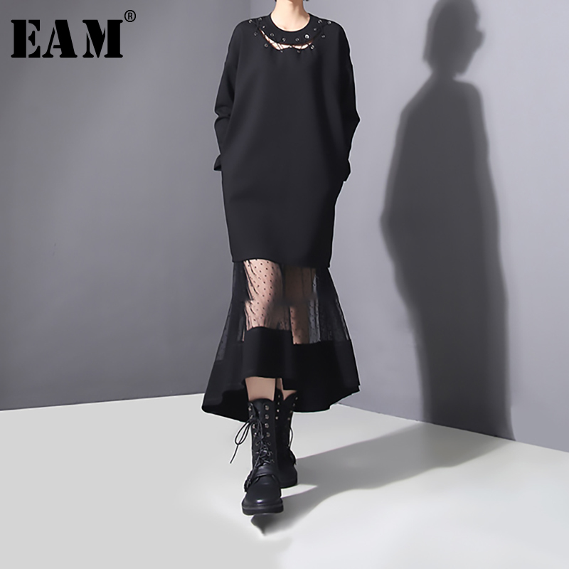 [EAM] Women Black Hollow Out Dot Mesh long Dress New Round Neck Long Sleeve Loose Fit Fashion Spring Autumn 2020 JO26601