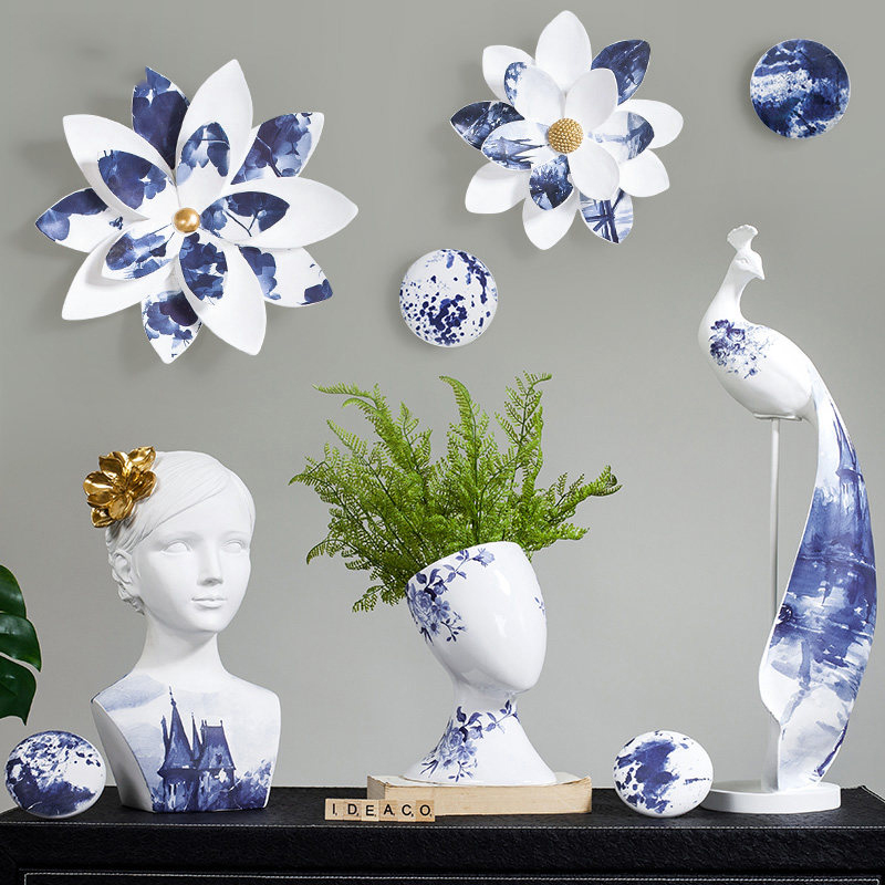 Chinese Resin Blue White Peacock Ornaments Artwork Livingroom Home Table Figurines Decoration Office Desktop TV Cabinet Crafts