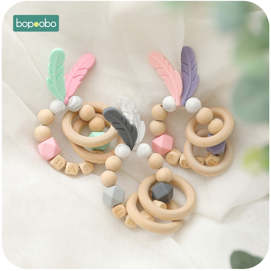Bopoobo 1PC Baby Teether Fearher Wooden Teething Ring DIY Baby Customize Name Wood Rattles With Bag Silicone Beads Tiny Rod Toys