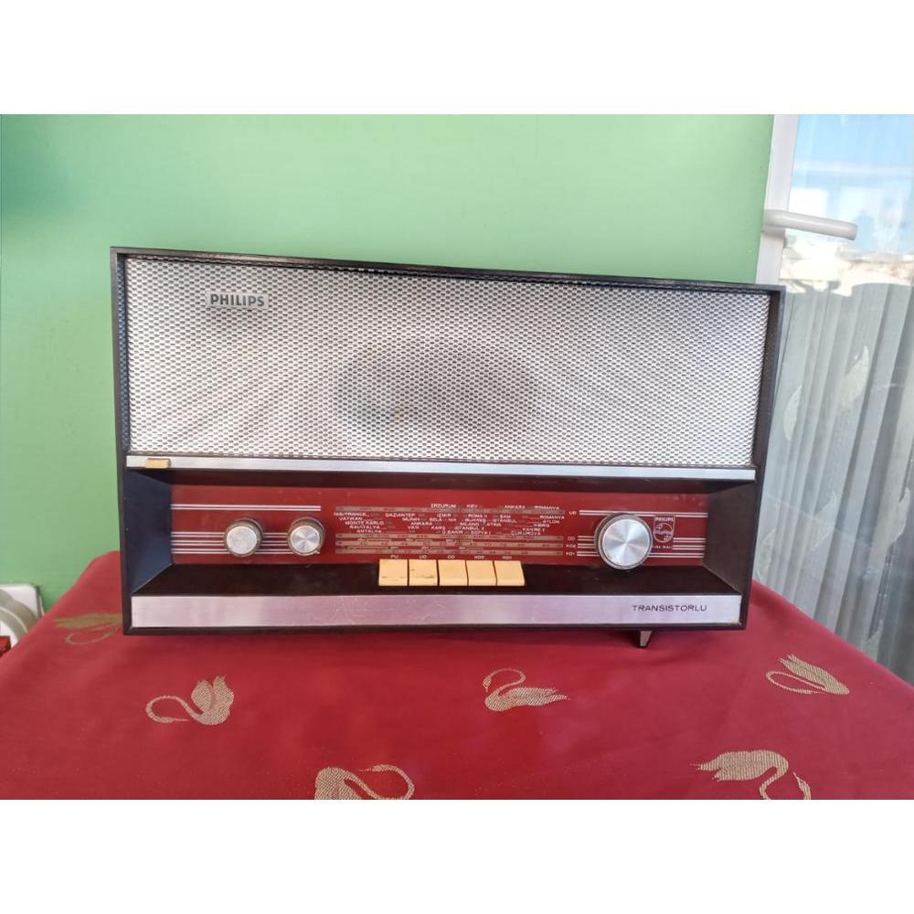 Antique Philips Radio