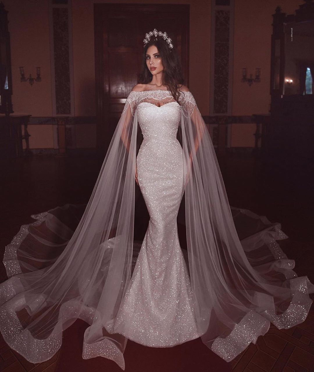 White Glitter Sequins Mermaid Wedding Dress With Long Veil Sweetheart Beading Court Train Plus Size Sparkly Women Bridal Gowns