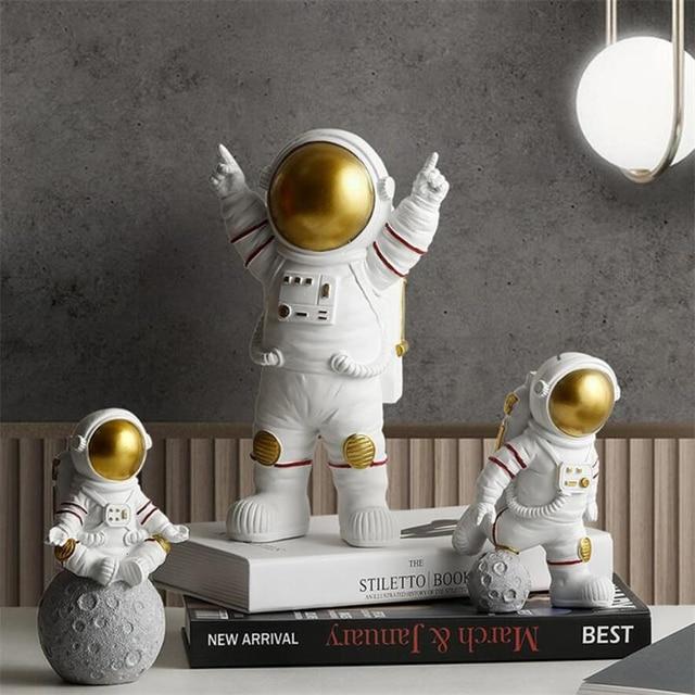 European Astronaut Statue Home Character Sculpture Cosmonaut Hero Office Decor Miniatures Model Creative Figure Figurines Crafts 3