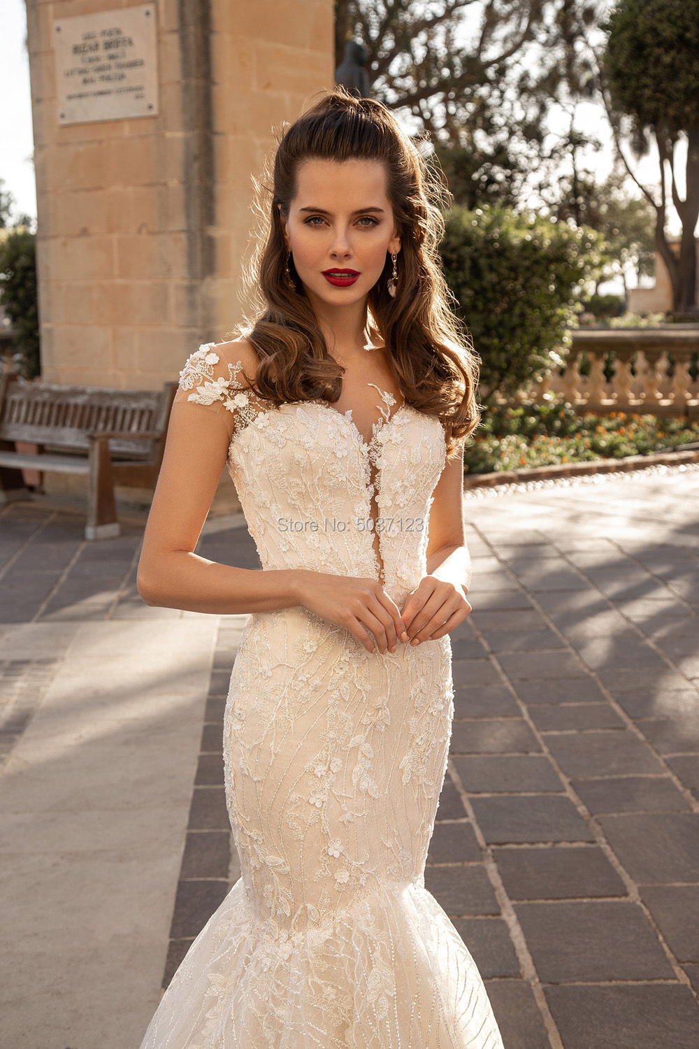 Image 2 - Mermaid Wedding Dresses Sweetheart Lace Appliques Bridal Gown Button Illusion Sleeveless Vestido De Noiva Plus Size Court Train-in Wedding Dresses from Weddings & Events
