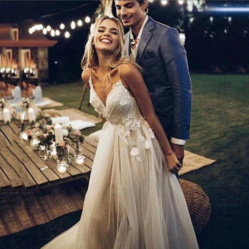 Boho Wedding Dress 2019 Appliqued With Flowers A-Line Sexy Backless Beach Bride Dress Cheap Wedding Gowns With Free Shipping