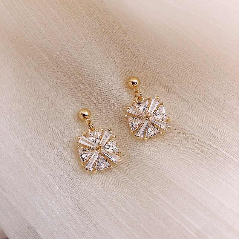 Classic Crystal Square Women Dangle Earrings Simple Zircon Geometric Earrings Female Fashion Earrings For Women Statement