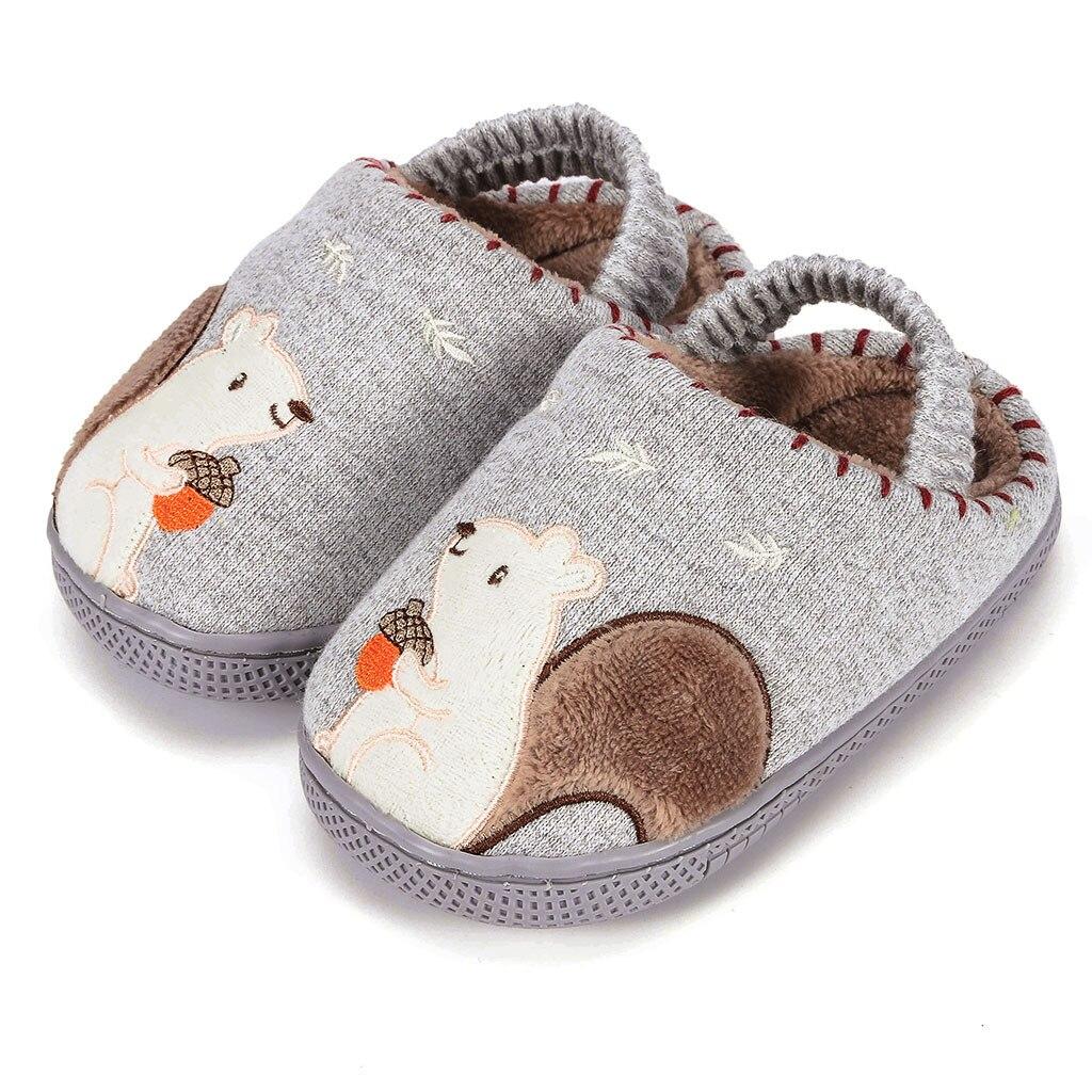 Тапочки для маленьких мальчиков и девочек; зимняя теплая пушистая обувь для детей; милые домашние тапочки с животными; детская бархатная домашняя обувь - Цвет: Gray