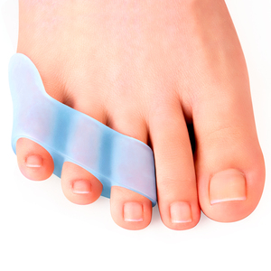 2pcs Three-hole Little Toe Separator Overlapping Toes Bunion Blister Pain Relief Toe Straightener Protector Foot Care Tool C1794