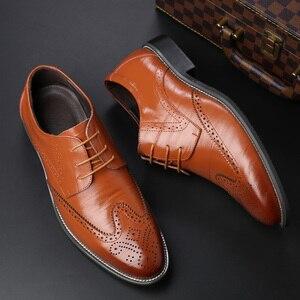 Image 5 - SZSGCN428 2019 novos homens oxford couro genuíno vestido sapatos brogue rendas até apartamentos masculinos sapatos casuais preto marrom tamanho 38 48