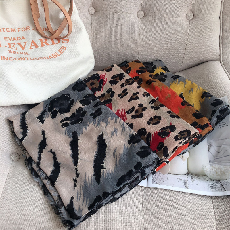New Style Luxury Cotton Shawl Spring And Autumn Women Classical Large Print Cotton Material Scarf Keep Warm Fashion Silk Scarves