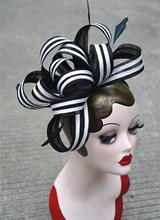 Kadın siyah/beyaz şerit Sinamay Fascinator şapkalar tüy bayanlar başlığı kafa Kentucky Derby düğün partisi yarış günü