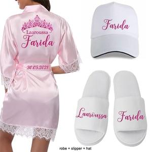 Image 4 - Gepersonaliseerde Datum Naam Kant Kimono Gewaad Vrouwen Bruid Bruidsmeisje Gewaden Bachelorette Bruiloft Preparewear