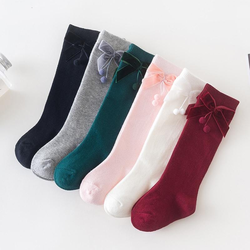 Милые носки для маленьких девочек бархатные Гольфы с бантиком и помпоном для малышей однотонные мягкие хлопковые детские гольфы