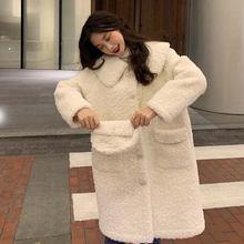 Милый свитер из овечьей шерсти с кукольным воротником и бусинами