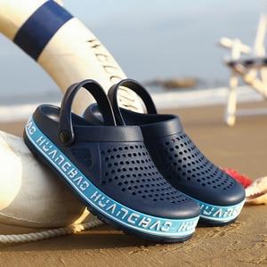 Image 2 - 2019 여름 남성 나막신 샌들 EVA 경량 비치 슬리퍼 남성 여성 Unisex Garden Clog Shoes 성인 커플 신발