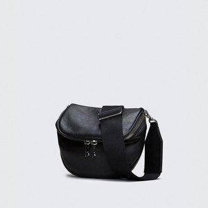 Image 3 - Pndme Casual Mode Echt Lederen Dames Borst Zak Zachte Koeienhuid Eenvoudige Zwarte Vrouwen Messenger Bags Vrouwelijke Licht Taille Packs