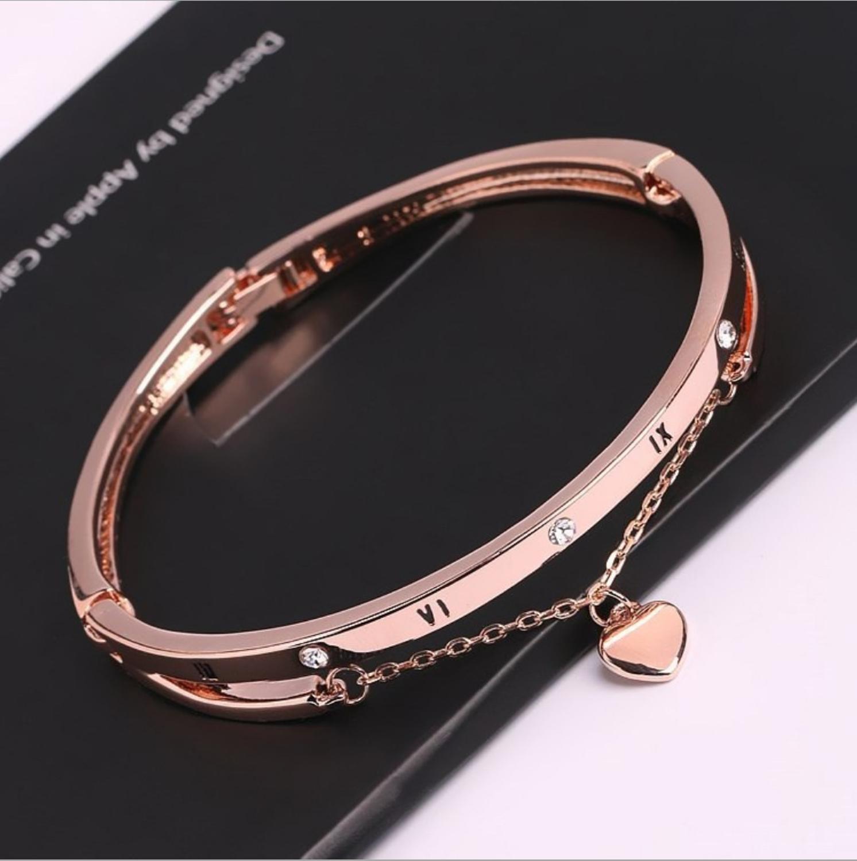 New women's bracelets bracelets jewelry watch accessories four-leaf clover bracelets personalized student jewelry DIY bracele