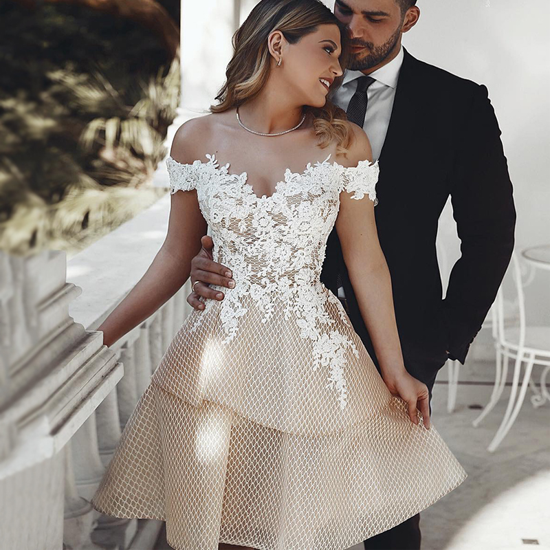 New Off The Shoulder Wedding Dress 2020 Short Champagne Appliqued Lace Bride Dresses Knee Length Backless Wedding Gowns