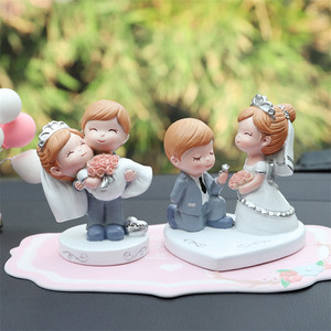Resin Couple Craft Figurine Romance Wedding Cake Topper Car Dashboard Decor Wedding Decoration Marriage Party Supplies Favors(China)