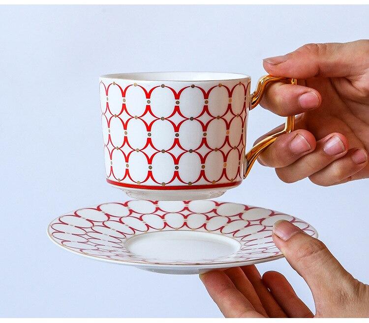Europeu de luxo xícara café e pires