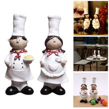 1 Pair of Creative Boy Girl Chef Decoration Home Decoration Resin Crafts Wine Cabinet Window Restaurant Bakery Decoration