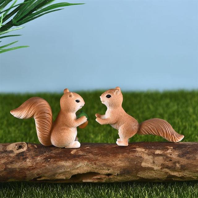 4pcs/Set Lovely Squirrel Family Model Cartoon Animal Figurine Dollhouse Cake Home Decor Miniature Fairy Garden Decoration 4