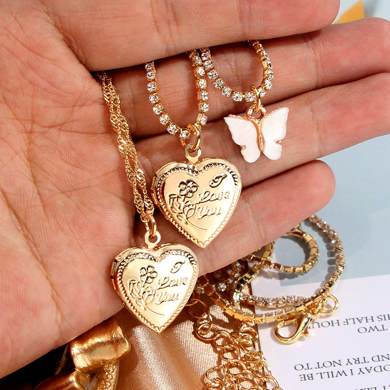 Caraquet New Gold Color Crystal Chain Choker Necklace For Women Metal Heart Pendant Necklace Geometric Statement Jewelry Gift