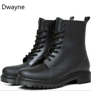 Image 5 - المرأة موضة Rainboots أحذية مضادة للماء امرأة الطين أحذية ماء الدانتيل يصل البلاستيكية حذاء من الجلد الخياطة احذية المطر حجم كبير 44