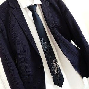 Image 5 - Ücretsiz kargo yeni erkek erkek moda baskılı orijinal derin deniz denizanası bilingbiling nakış derin mavi kravat ışık kravat