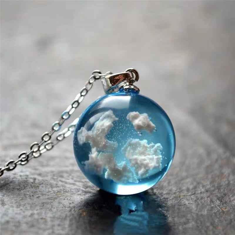 세련된 투명 수지 Rould 볼 문 펜던트 목걸이 여성 푸른 하늘 흰 구름 체인 목걸이 소녀를위한 패션 쥬얼리 선물