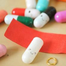 Atemberaubende 50Pcs Mini Nachricht Brief Kapsel Gemischt Farbe Pillen Lächeln Ausdruck Pillen Roman Handwerk