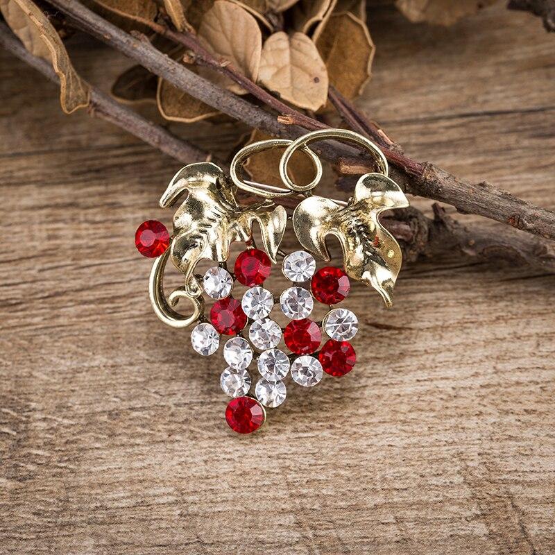Cristal uvas broche pino antigo ouro cor folha de metal vermelho e claro cristal broches de uva para mulher