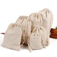 Doğal keten hediye keseleri 8x10cm 9x12cm 10x15cm paketi 50 özel logo jüt çuval makyaj takı ambalaj torbalar
