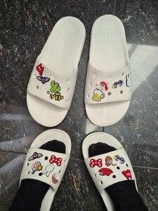 Image 5 - 500 pièces Mickey Princesse Trolls Avengers Sesame Street PVC Chaussure Charmes accessoires De Chaussures Boucles Ajustement Bandes Bracelets Croco JIBZ
