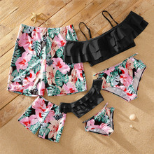 цена на Family Swimsuit Leaf Print Mother Daughter Swimwear 2020 Mommy and Me Swimwear Girl Bikini Set Father Dad Son Beach Shorts