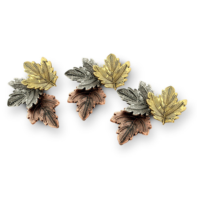 JUJIE Mini Canada Brooch Maple Leaves Brooches For Women 3 Color Metals Brooch Decorative Brooch Travel Souvenir Jewelry Gifts 2