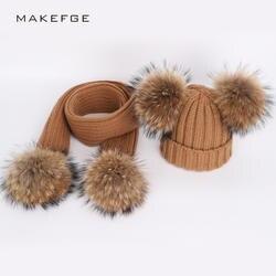 Новая милая детская вязаная шапка бини шарф для девочек и мальчиков с помпонами из меха енота зимние утепленные шарфы с капюшоном мягкие