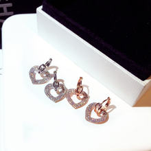 Милые серьги подвески в форме сердца цвета розового золота и