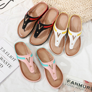 Image 5 - 2020 verão sapatos femininos flip flops senhoras sandálias de praia mais tamanho sandálias femininas plana flip flops moda marca luxo a912