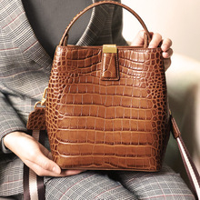 цены Leather handbags 2020 new top layer cowhide crocodile pattern bucket bag casual portable crossbody shoulder bag