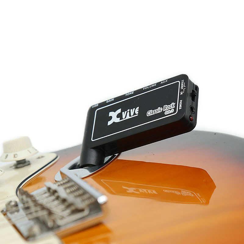 مضخم صوت Xvive كلاسيكي صغير محمول قابل للشحن على شكل جيتار كهربائي بسماعة أذن مضخم صوت