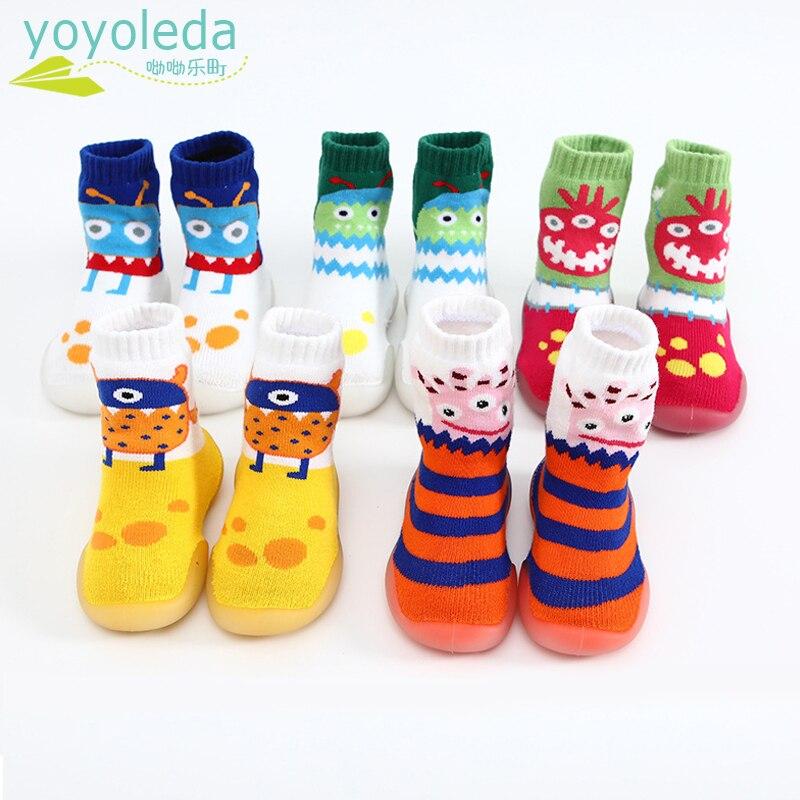 Dziewczynek kapcie antypoślizgowe skarpety buty dziecięce bawełniane utrzymuj ciepłe skarpetki podłogowe z gumową podeszwą chłopcy cartoon skarpety domowe buty