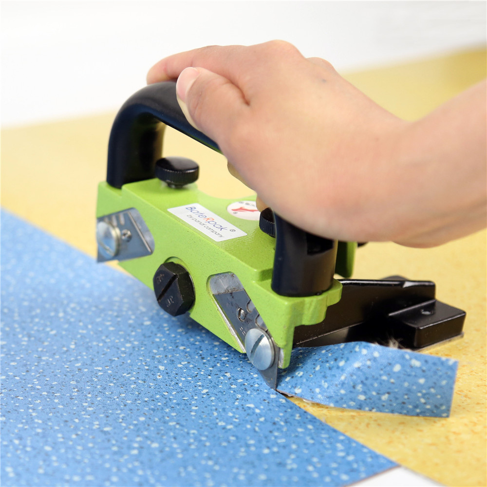 """PVC plastikiniai grindų konstrukcijos įrankiai, skirti vientisai siūlės plėvelės siūlei, """"BateRpak"""" vinilo grindų besiūlis peilis"""