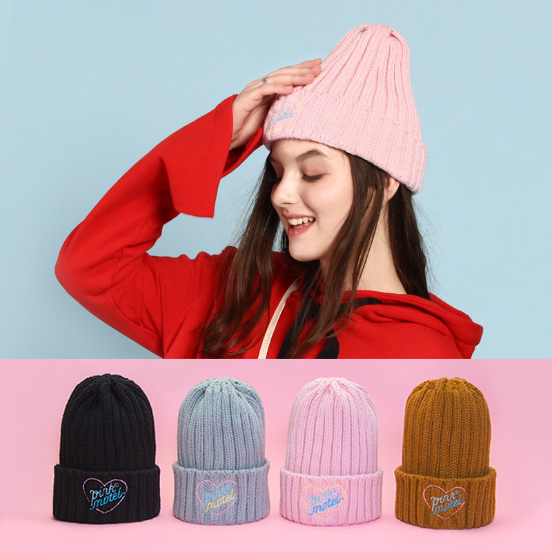 Bentoy 2019 New Winter Women Knitted Cap Fashion Girl Embroidered Hat Plush Warm Cap Letter Handmade Cap Student Hat