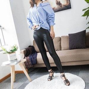 Image 2 - S 5XL חדש סתיו 2020 האופנה פו עור מט עור מכנסיים נמתח בתוספת גודל 4XL 5XL סקסי אלסטי דק שחור נשים חותלות