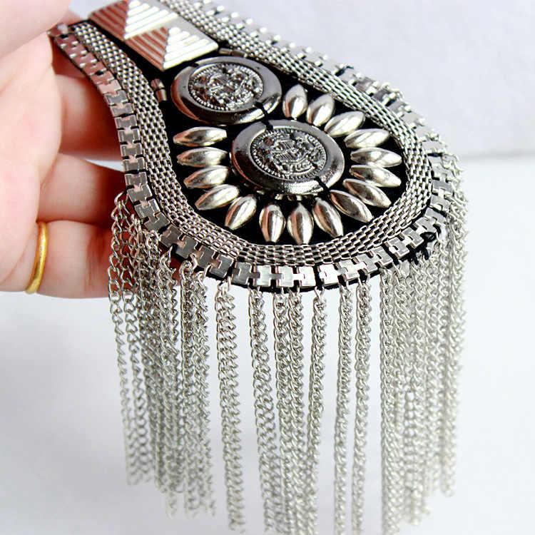 Brytyjski styl broszka mały garnitur pasek na ramię wielu pomponem nit naramiennik koszula piosenkarka Compere etap biżuteria