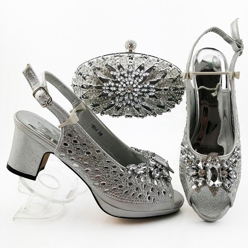 Nouvelles chaussures et ensemble de sacs couleur africaine argent chaussure africaine et ensemble de sacs pour la fête chez les femmes chaussures italiennes avec des ensembles de sacs assortis