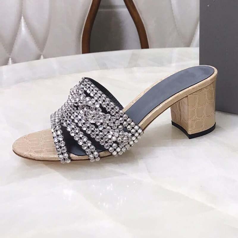 2019 luxus Design Strass Sandalen Frauen Offene spitze Kristall Perle Kette Chunky Hohe Ferse Schuhe Frau Pantoffel Sexy Hochzeit Schuh-in Hohe Absätze aus Schuhe bei  Gruppe 3